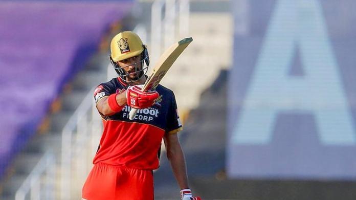 RCB के सलामी बल्लेबाज देवदत्त पडिक्कल ने कोविद -19 का परीक्षण सकारात्मक किया।  (बीसीसीआई द्वारा सौजन्य से)