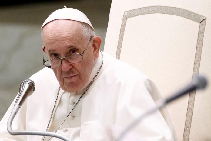 पोप फ्रांसिस ने 11 अगस्त, 2021 को वेटिकन में पॉल VI ऑडियंस हॉल में साप्ताहिक आम दर्शकों को रखा।