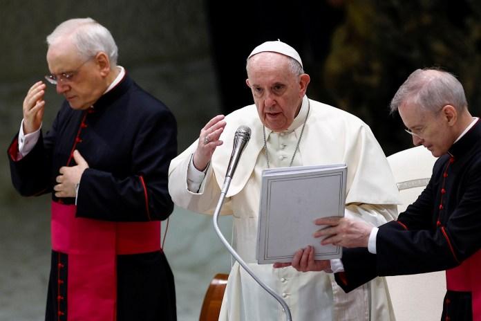 पोप फ्रांसिस 18 अगस्त, 2021 को वेटिकन में पॉल VI ऑडियंस हॉल में साप्ताहिक आम दर्शकों को रखते हैं। रॉयटर्स/गुग्लिल्मो मैंगियापेन