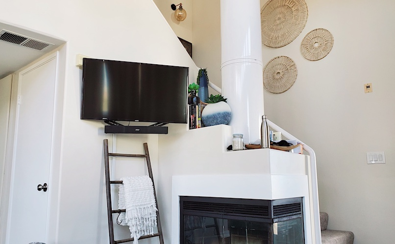 beach house TV and stove