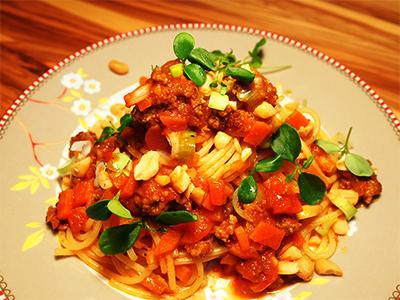 Spaghetti-Thaibolognese