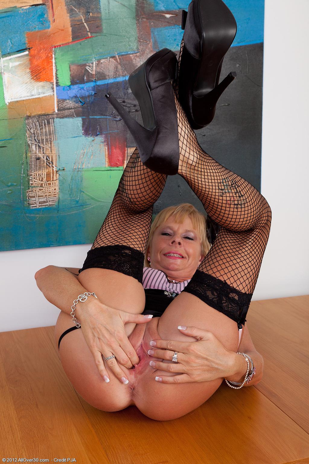 Cathy Oakley Finger Blast at AllOver30 Free