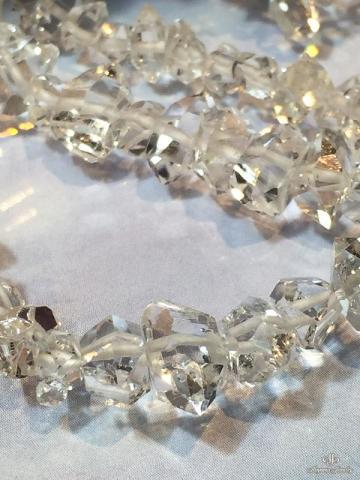 ナチュラルな形と光沢感は、他の水晶と全く異なります