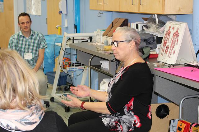 EMS Therapie im Anschluss an eine Handoperation