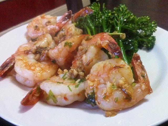 Shrimps mit Gemüse bei der Keto-Diät