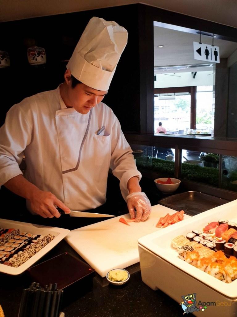 Sunday Brunch : Feast, Royal Orchid Sheraton Bangkok - Sushi and Sashimi Bar