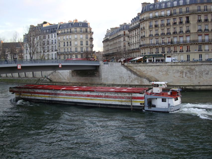 https://i0.wp.com/www.aparisguide.com/seine/Paris-riverseine8.jpg