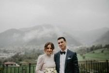 Scatto di matrimonio durante un giorno nebbioso
