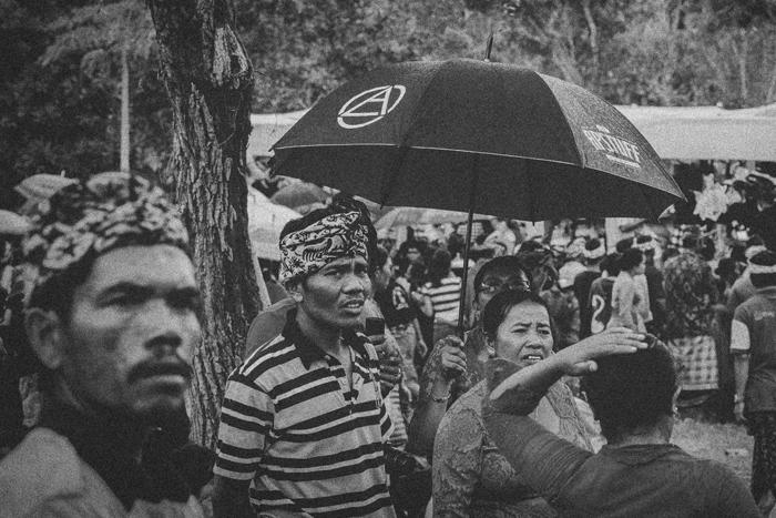 Apel Photography - Street Photography - Journalist Photographers - Bali Masive Cremationan Ceremony - Ngaben di Nusa Penida - Bali Monochrome Photographers (39)