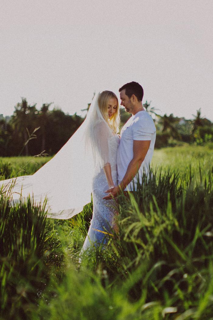 apelphotography - baliphotographers - weddingphotographers - honeymoonphotoinbali - postweddinginbali - baliweddingphotography (13)