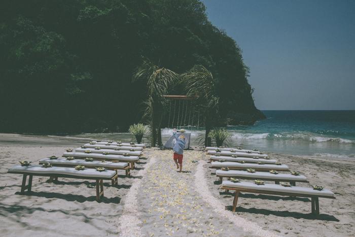 baliweddingphoto – weddingphotographers – destinationweddingbali – whitesandwedding – campuhanvillawedding – bestweddingphotographers (24)