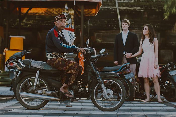 lombokweddingphotography-baliweddingphotography-topbaliphotographers-engagement-postwedding-photographersinbali-baliweddingphoto-photography-apelphotography-pandeheryana_27