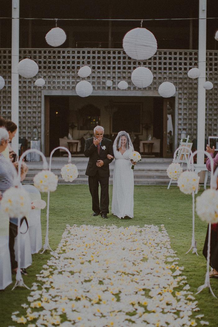Pandeheryana_baliweddingphotography-baliwedding-photographersinbali-weddingatJeevaSaba-lombokweddingphoto-lembonganweddingphoto-nusapenida-bestweddingphotographers_42