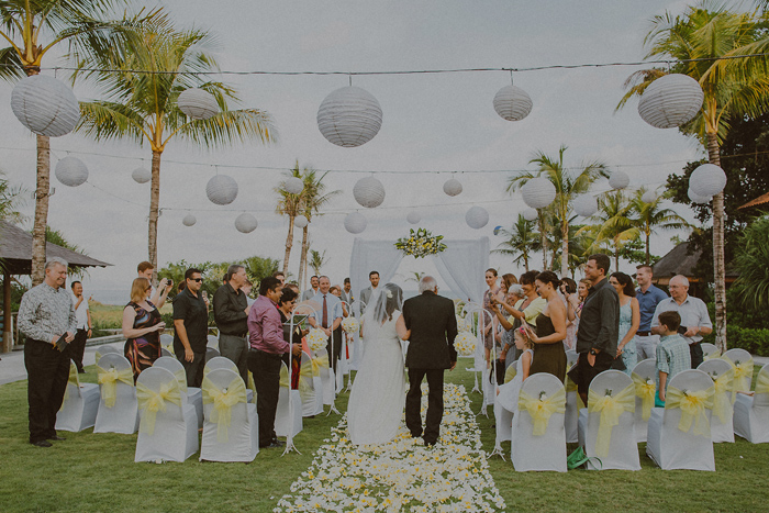 Pandeheryana_baliweddingphotography-baliwedding-photographersinbali-weddingatJeevaSaba-lombokweddingphoto-lembonganweddingphoto-nusapenida-bestweddingphotographers_43