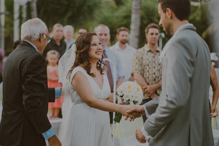 Pandeheryana_baliweddingphotography-baliwedding-photographersinbali-weddingatJeevaSaba-lombokweddingphoto-lembonganweddingphoto-nusapenida-bestweddingphotographers_44_