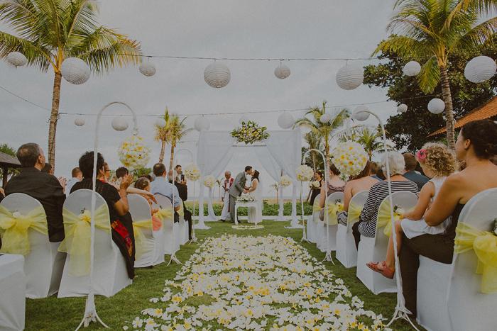 Pandeheryana_baliweddingphotography-baliwedding-photographersinbali-weddingatJeevaSaba-lombokweddingphoto-lembonganweddingphoto-nusapenida-bestweddingphotographers_59