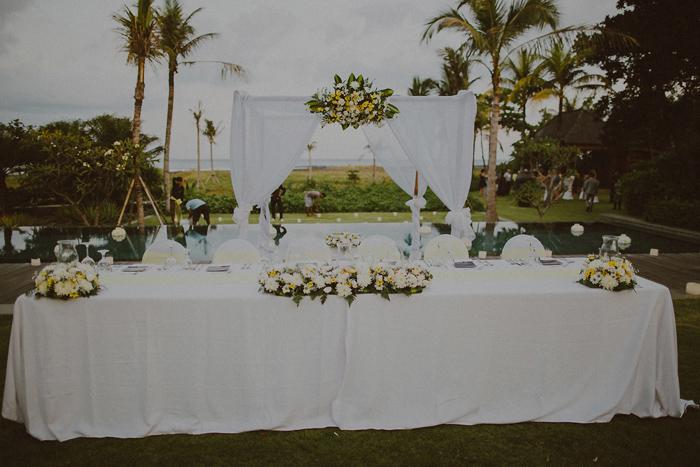 Pandeheryana_baliweddingphotography-baliwedding-photographersinbali-weddingatJeevaSaba-lombokweddingphoto-lembonganweddingphoto-nusapenida-bestweddingphotographers_65
