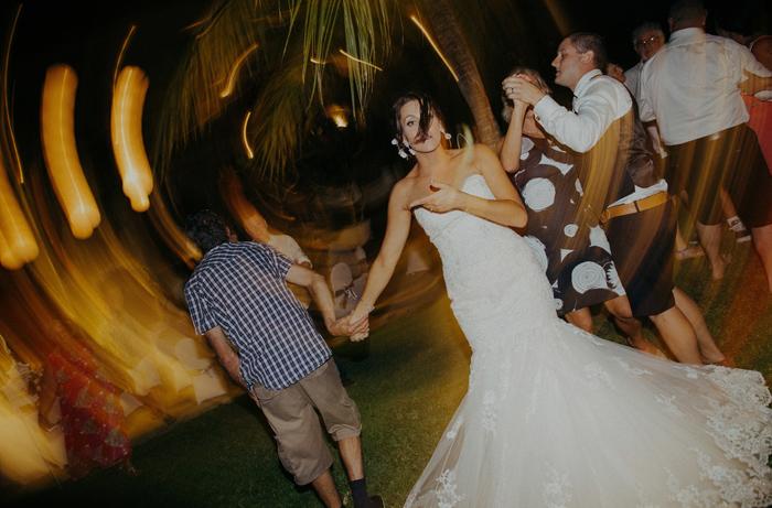 apelphotography-astonbaliwedding-weddingphotographers-baliweddingphotography-destinationwedding-lembonganwedding-lombokweddingphoto-bestweddingphotographersinbali-pandeheryana_116
