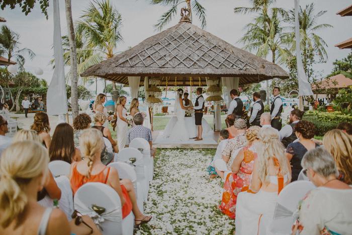 apelphotography-astonbaliwedding-weddingphotographers-baliweddingphotography-destinationwedding-lembonganwedding-lombokweddingphoto-bestweddingphotographersinbali-pandeheryana_53