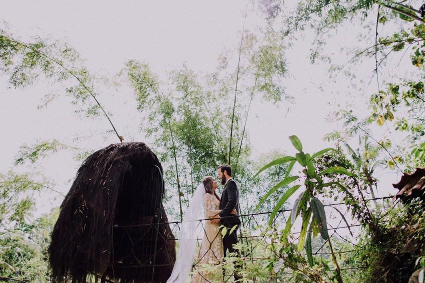 baliweddingphotographers-bambuindahresortubud-weddinginbali-weddingphotography-pandeheryana-bestweddingphotography-lombokweddingphoto-lembonganwedding-topweddingphotographersinbali-42