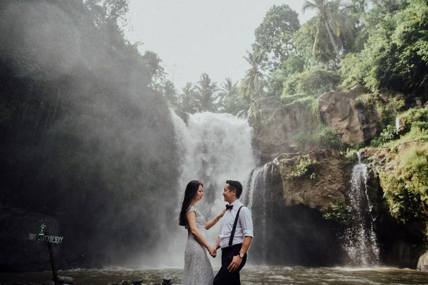baliweddingphotographers-lembonganislandwedding-lombokweddingphotographers-pandeheryana-engagement-postweddinginbali-baliphotographers-23
