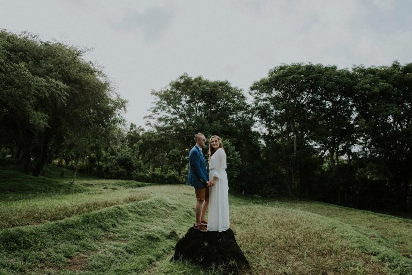 baliweddingphotographers-weddinginkarangasembukitasah-engagementphotography-elopmentweddinginbali-pandeheryana-lombokweddingphotographers-lembonganwedding-apelphotography-25