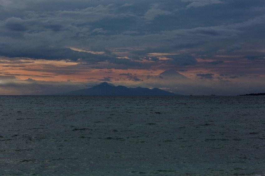 apelphotography-baliweddingphotographers-lombokweddingphotographers-sirabeachhousewedding-villasepoisepoi-lembonganwedding-11