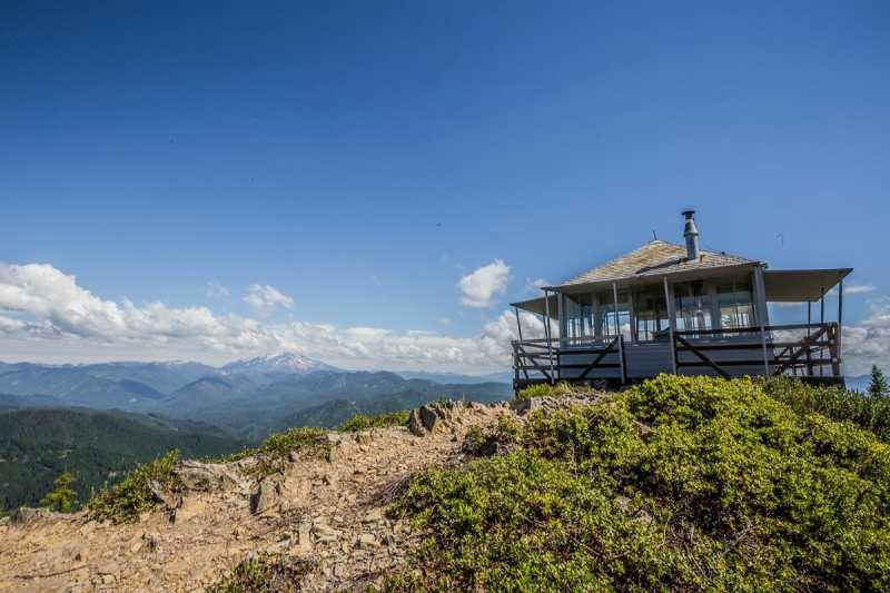 Gold Butte Lookout Tower - Detroit, Oregon with clear blue skies