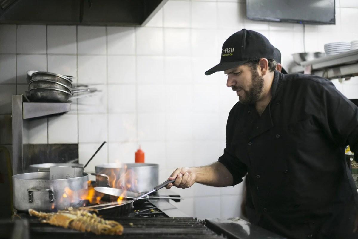 El restaurante Go Fish se adapta y reinventa para mantener operaciones