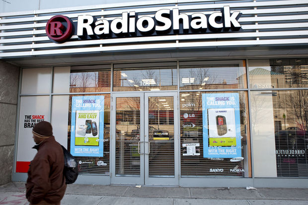 RadioShack plans to cease operating more than 1,700 stores by end of month