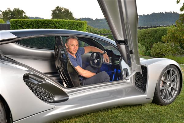 """""""Divergent Microfactories Introduces World's First 3D Printed Blade Supercar"""""""
