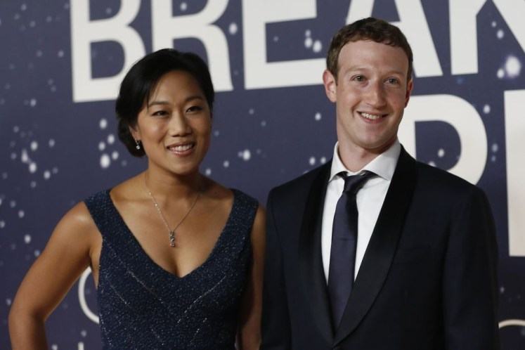 "alt=""Mark Zuckerberg (R), founder and CEO of Facebook, and wife Priscilla Chan arrive on the red carpet during the 2nd annual Breakthrough Prize Award in Mountain View, California November 9, 2014"""
