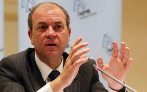 Un momento de la intervención de Jose Antonio Monago en el desayuno de prensa organizado por APIE.