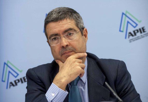 Fernando Jiménez Latorre, Secretario de Estado de Economía, durante su intervención en el almuerzo de prensa con que se cerró la segunda jornada del curso de economía organizado por la APIE y el Banco Popular.