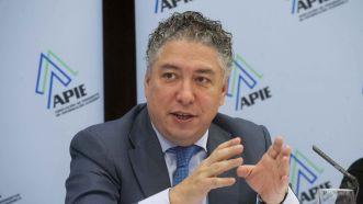 Tomás Burgos, Secretario de Estado de la Seguridad Social, durante el almuerzo de prensa con que concluyó la cuarta jornada del curso de economía organizado por APIE y el Banco Popular.