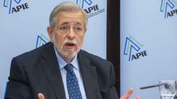 Antonio Beteta, Secretario de Estado de Administraciones Públicas, durante al almuerzo de prensa con que concluyó la tercera jornada del curso de economía organizado por la APIE y el Banco Popular.