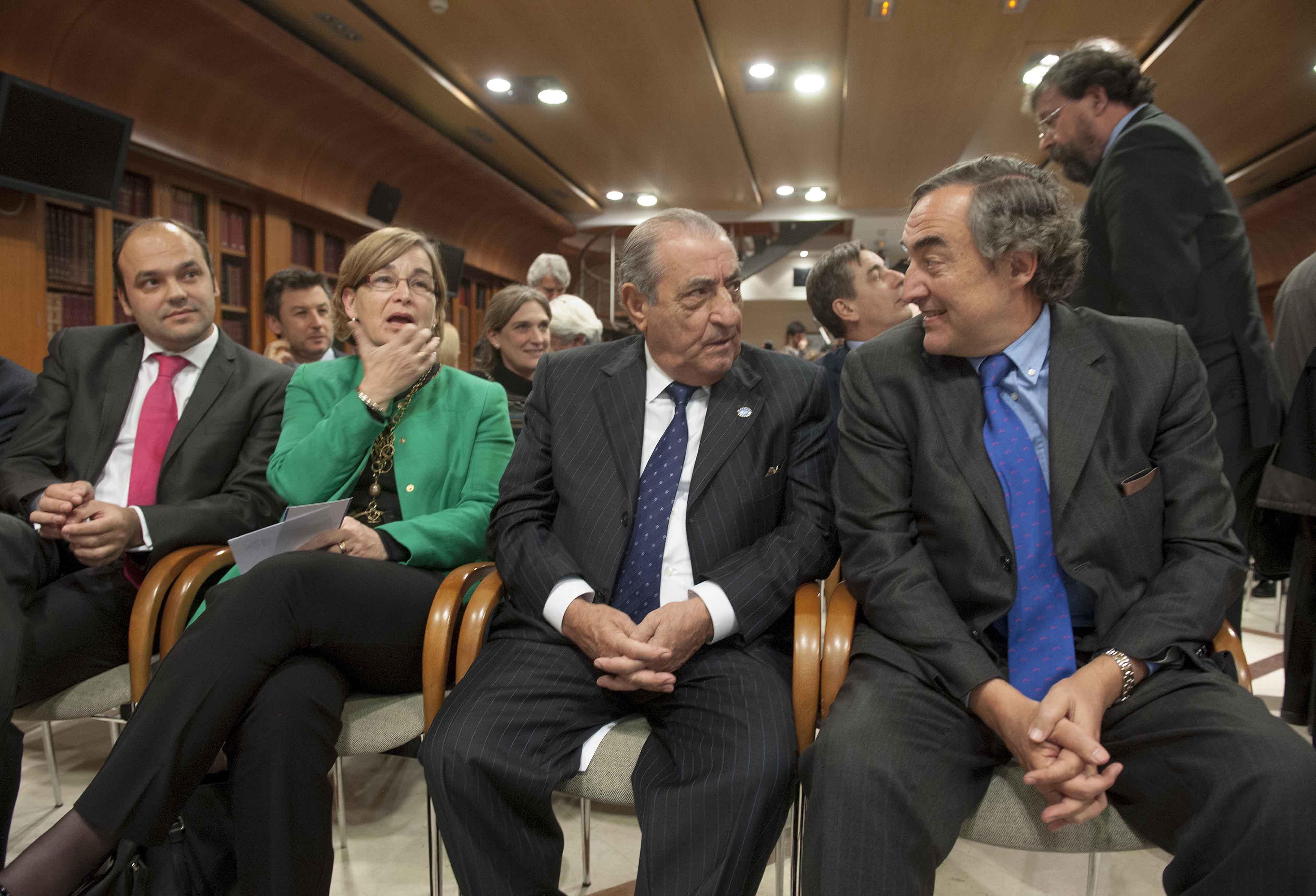 Tinteros y Secantes juntos: Belén Romana, Juan José Hidalgo y Juan Rosell, en un momento de la ceremonia de entrega.
