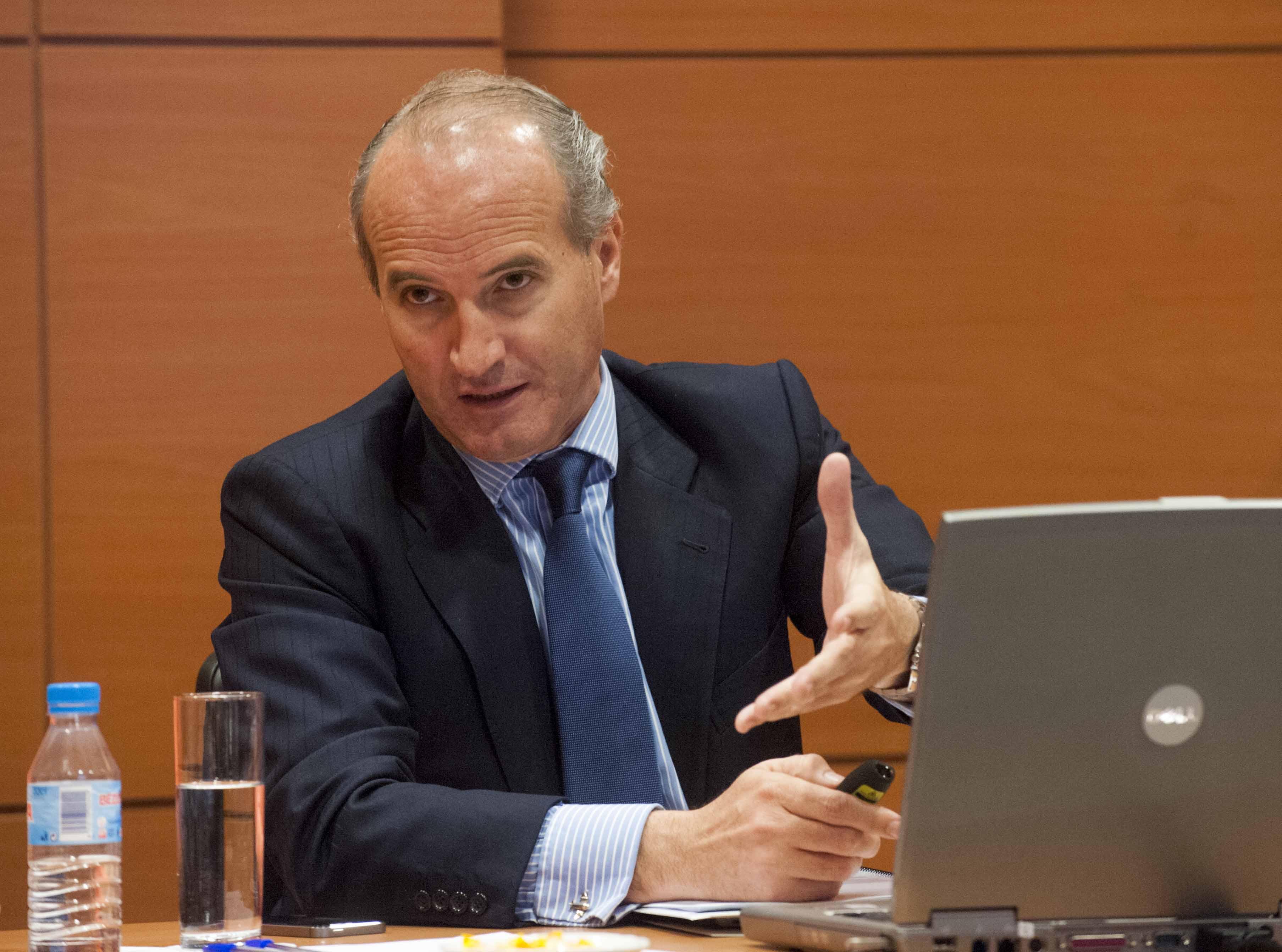 Un momento de la intervención de Julián Núñez en la primera jornada del Curso de Economía para periodistas organizado por APIE.