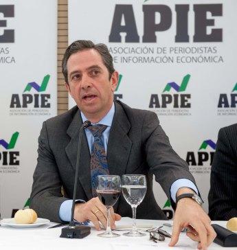 Iñigo Fernández de Mesa, Secretario de Estado de Economía y Apoyo a la Empresa, durante el almuerzo de prensa con que concluyó la Segunda Jornada del Curso de Periodismo organizado por APIE.
