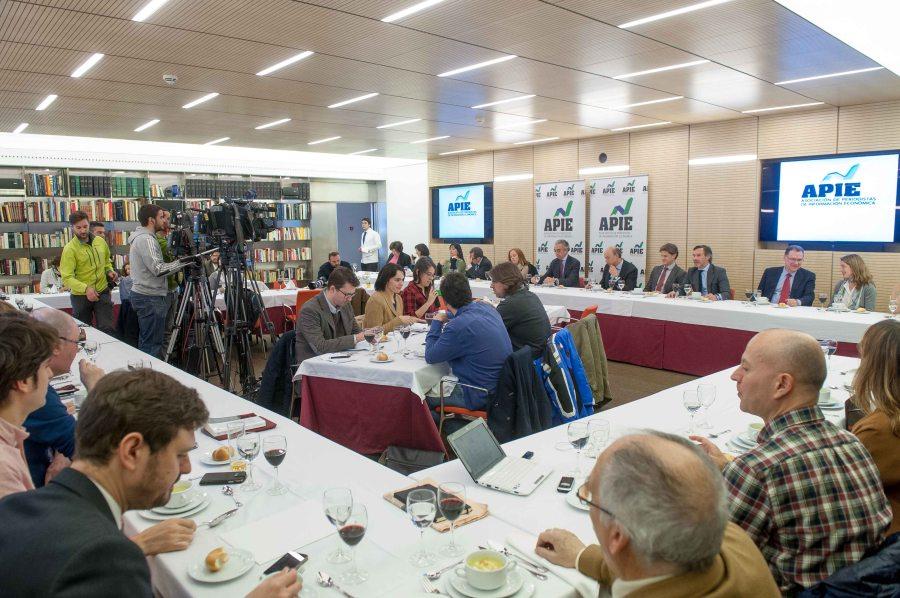Inicio del almuerzo de prensa, que contó con la presencia de numerosos medios especializados y generalistas.