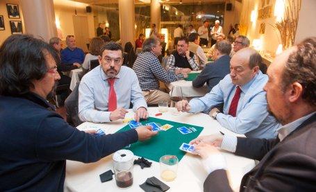 Varios momentos de la competición del XXI Torneo de Mus de la APIE.