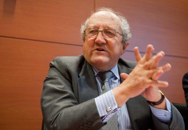 Fabián Márquez, presidente de Analistas de Relaciones Industriales, durante su intervención en la VI jornada del Curso de Economía para Periodistas Organizado por APIE.