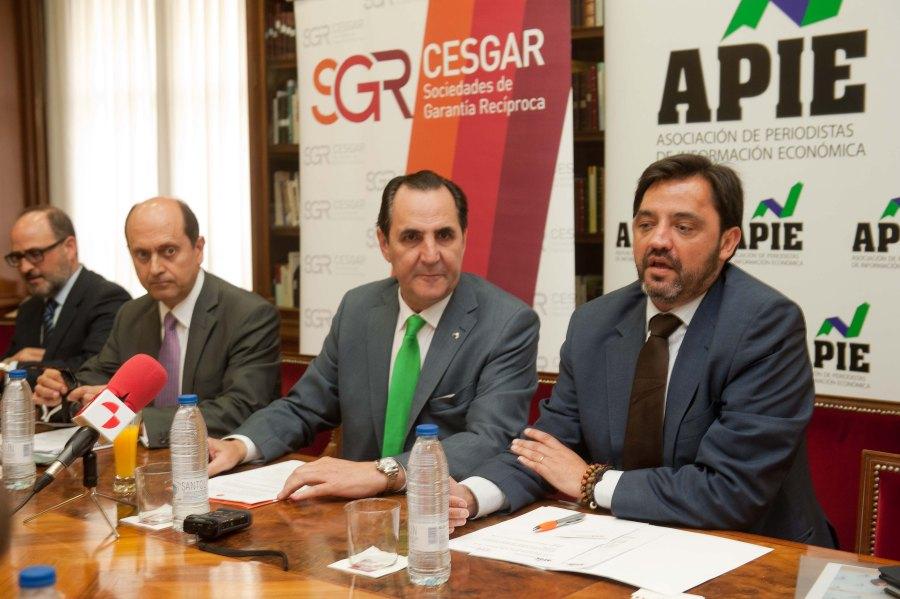 Andrés Dulanto Scott, de la Junta Directiva de APIE, en la presentación del desayuno de prensa sobre Sociedades de Garantía Recíproca y financiación de pymes y autónomos.