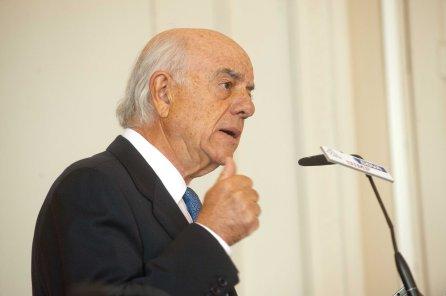 Francisco González, presidente del BBVA, en un momento de su intervención en el Curso de Verano de la APIE en la Universidad Internacional Menéndez Pelayo, de Santander.