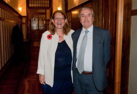Jose María Marín Quemada, presidente de la Comisión Nacional de los Mercados y la Competencia (CNMC), junto a Elvira Rodríguez, presidenta de la Comisión Nacional del Mercados de Valores (CNMV) en el Curso de Verano de la APIE en la Universidad Internacional Menéndez Pelayo.
