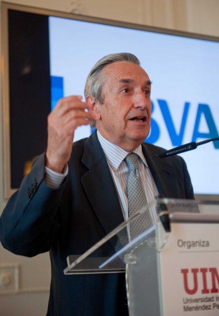Jose María Marín Quemada, presidente de la Comisión Nacional de los Mercados y la Competencia (CNMC), en un momento de su intervención en el Curso de Verano de la APIE en la Universidad Internacional Menéndez Pelayo.