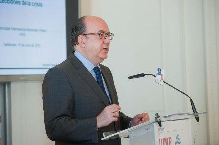 Jose María Roldán, presidente de la Asociación Española de Banca (AEB) durante su intervención en el Curso de Verano organizado por la APIE en la Universidad Internacional Menéndez Pelayo.
