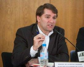 Manuel de la Rocha Vázquez, responsable de política económica del PSOE, en un momento del debate organizado por APIE.