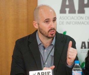 Nacho Álvarez, responsable económico de Podemos, durante su intervención en el debate organizado por APIE.