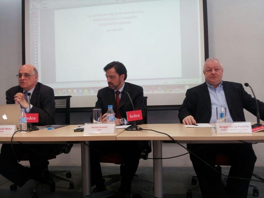 De izquierda a derecha, Juan Mulet, Andrés Dulanto-Scott y Ángel de la Fuente, director de FEDEA, durante la presentación del informe.
